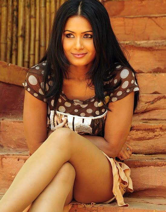 divya dwivedi leggy actress pics