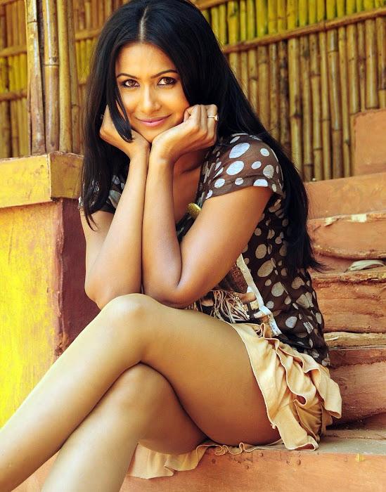 divya dwivedi leggy glamour  images