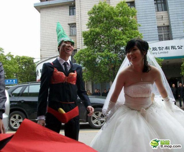 http://2.bp.blogspot.com/_a2Ac_i7cQNk/S_0B1PTOnzI/AAAAAAAAbiA/GbgXjFIJCRo/s1600/crazy_chinese_fashionmongers_640_16.jpg