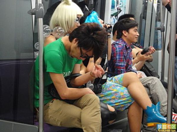 http://2.bp.blogspot.com/_a2Ac_i7cQNk/S_0CERXZw7I/AAAAAAAAbjA/Kn4sewo-HCs/s1600/crazy_chinese_fashionmongers_640_08.jpg
