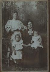 Hylleborg med tante Emilie og børnene Else og Gudrun ca.1905