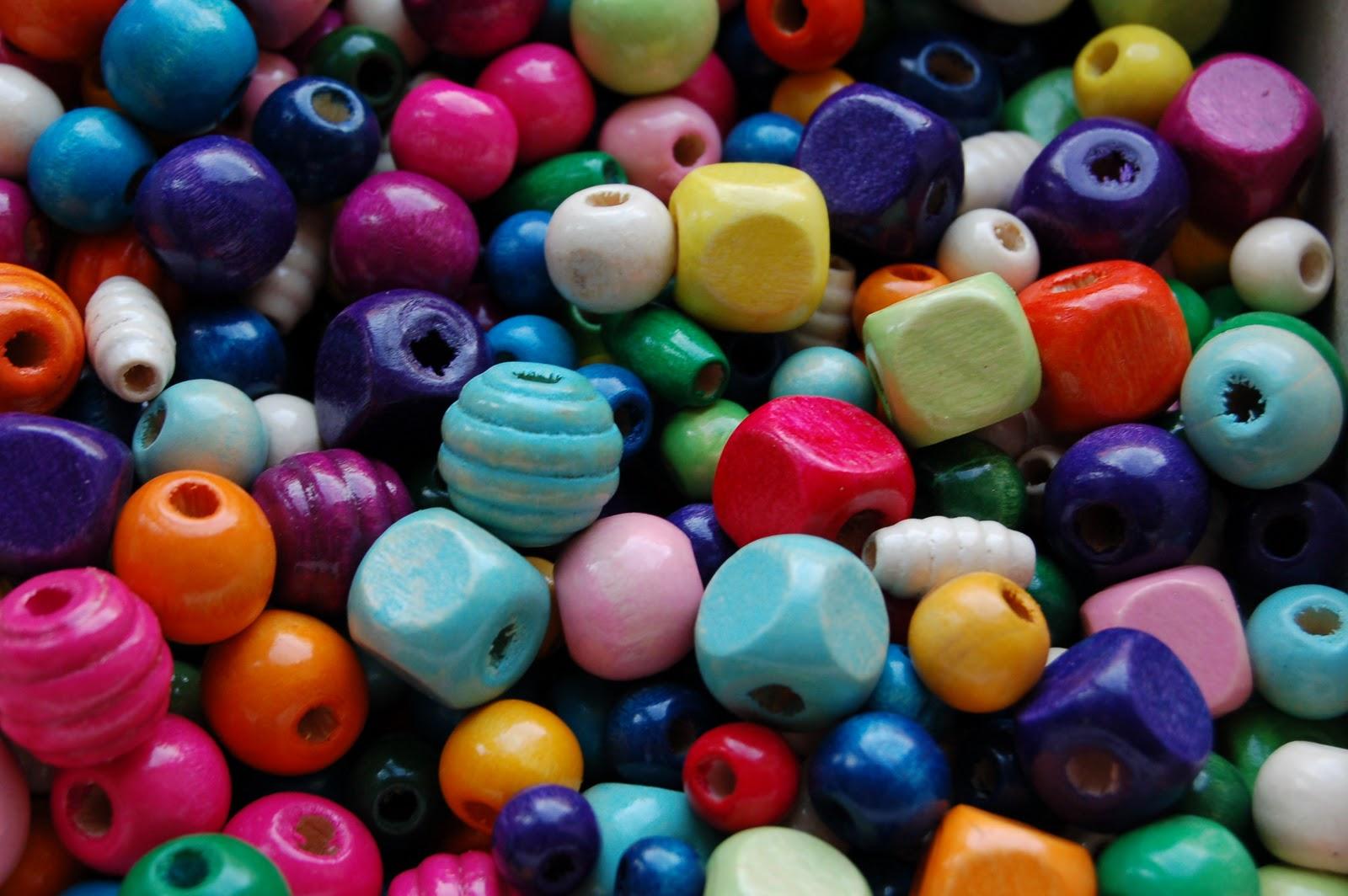http://2.bp.blogspot.com/_a2NpqEceJrc/TGQE9EYMWbI/AAAAAAAAANk/xHwEKJ_d3tY/s1600/Wooden_beads.JPG