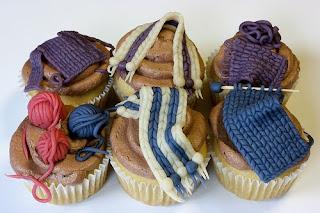 вязаные съедобные украшения для тортиков