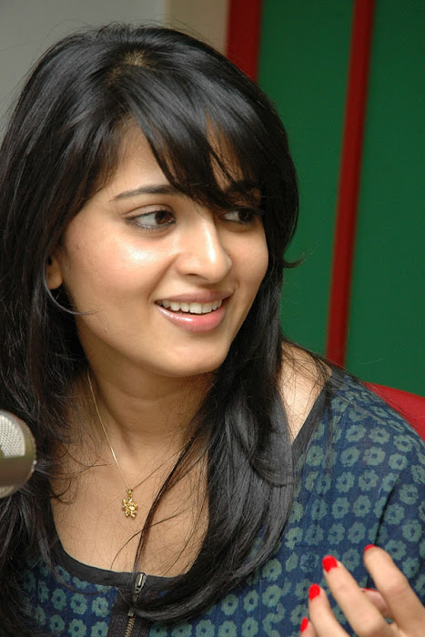 anushka event of kaleja audio at radio mirchi actress pics