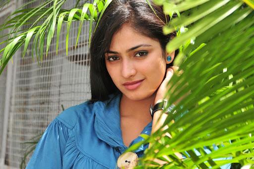 Hari Priya best Photos shots in Jeans and Tshirts