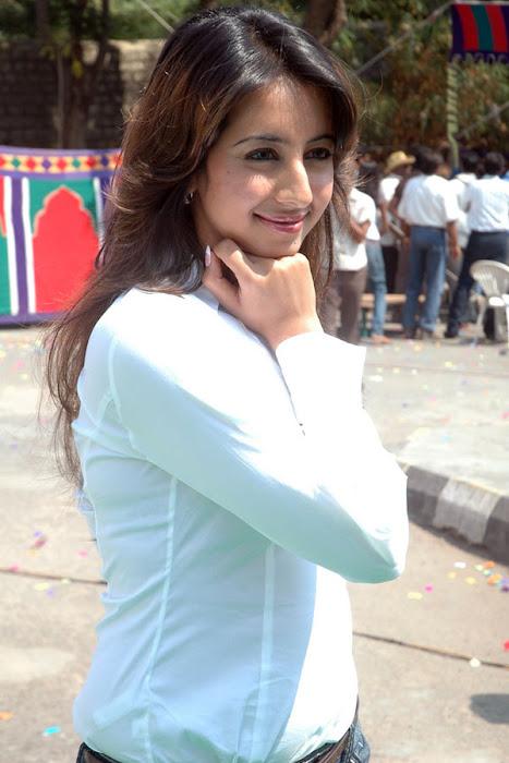 sanjana shoot glamour  images