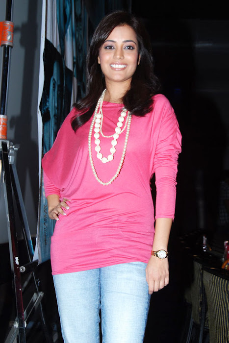 nisha aagarwal new yemaindhi ee vela platinum disk event hot photoshoot