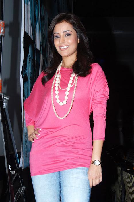 nisha aagarwal new yemaindhi ee vela platinum disk event glamour  images