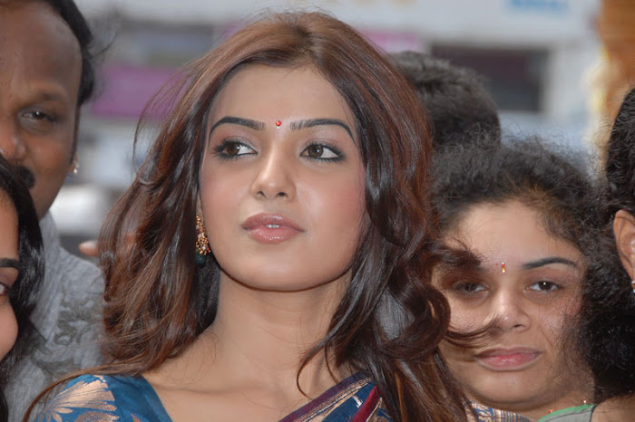 samantha looking in saree photo gallery
