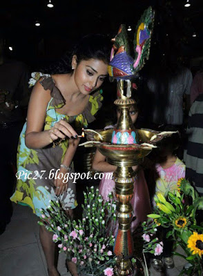 Shriya Saran Inaugurates Ruci and Idoni Bakery