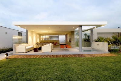 Stunning Tropical Seafront House by Juan Carlos Doblado