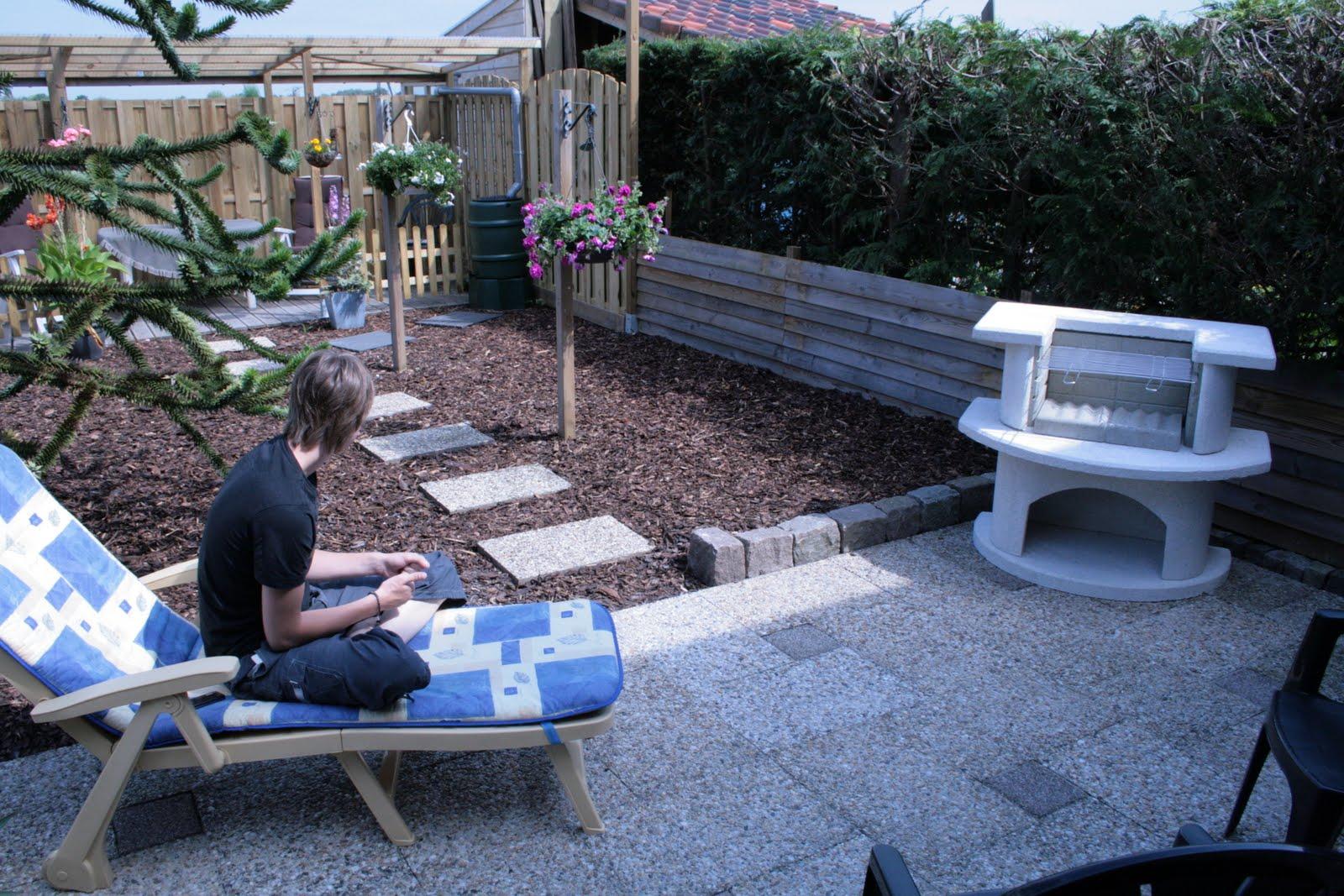 Het opknappen van de tuin - Gespannen terras ...