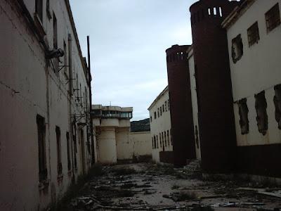 Urbex la brujula de los abandonos prision militar de santa lucia - Subastas ministerio del interior ...