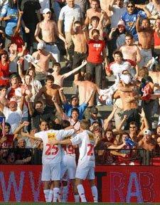 Festejo del gol de Huracán en la goleada 4-1 a Racing en Avellaneda
