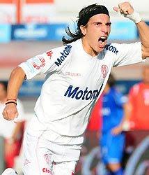 Festejo de Chiche Arano de su gol de Huracán ante Argentinos Juniors