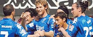 Festejo del primero gol de Huracán en su victoria ante Racing