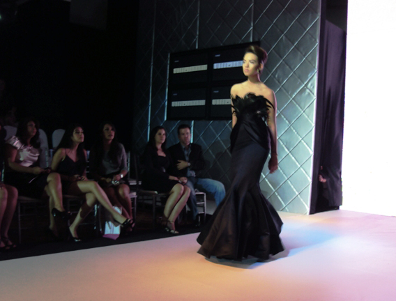 Lutfi Janania, Black feathers gown