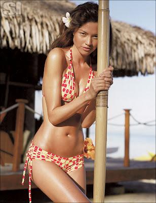 Brazilian beauties Aline Nakashima