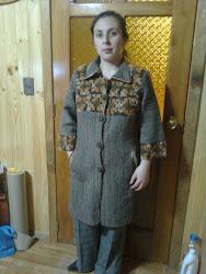 abrigo telar con aplicacion crochet