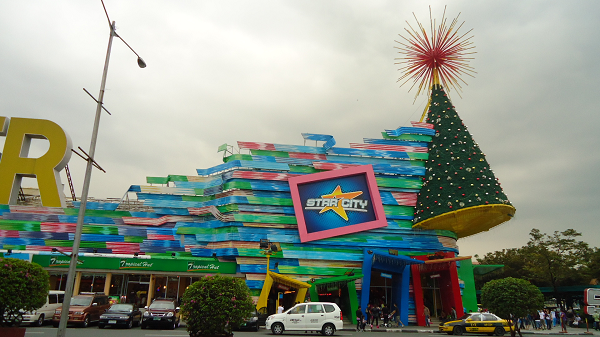 Enjoy the rides and attractions from the famous Star City, within the location of Breeze Residences.
