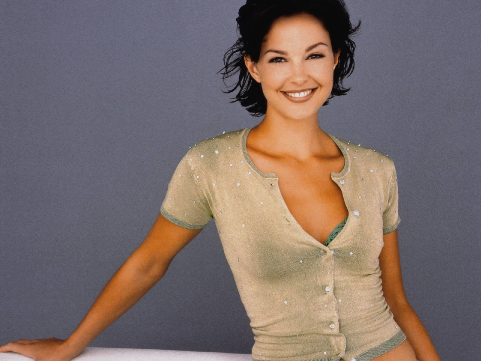 http://2.bp.blogspot.com/_a9Iw76eLErY/TF7pHpqH11I/AAAAAAAAAvI/iQq3MBodd4Q/s1600/Ashley_Judd_0063_1600X1200_Wallpaper.jpg
