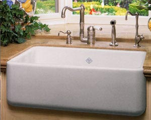 Porcelain Farm Sink : See...a farm house sink looks good with wooden floors, too...