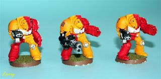 3 exterminadores con armas pesadas