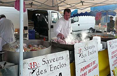 Le kig ha farz (pot au feu breton), sur le marché de Roscoff.
