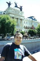 Eu, ao sair do Museu do Prado - Madrid/Espanha