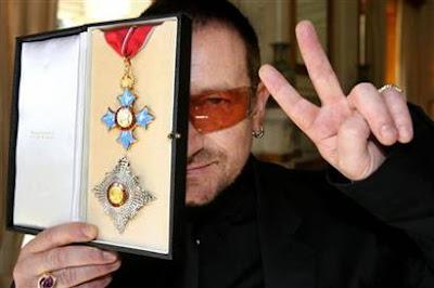 Bono de U2, caballero del imperio británico
