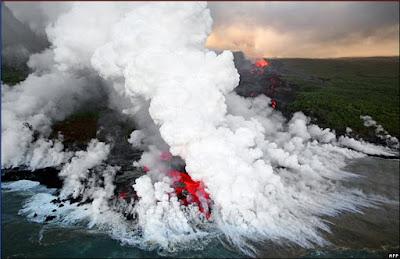 volcán Piton de la Fournaise en erupción