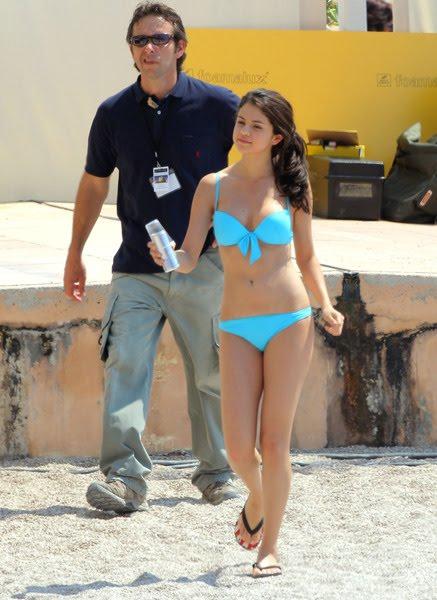 selena gomez bikini blue. Selena Gomez rocked a