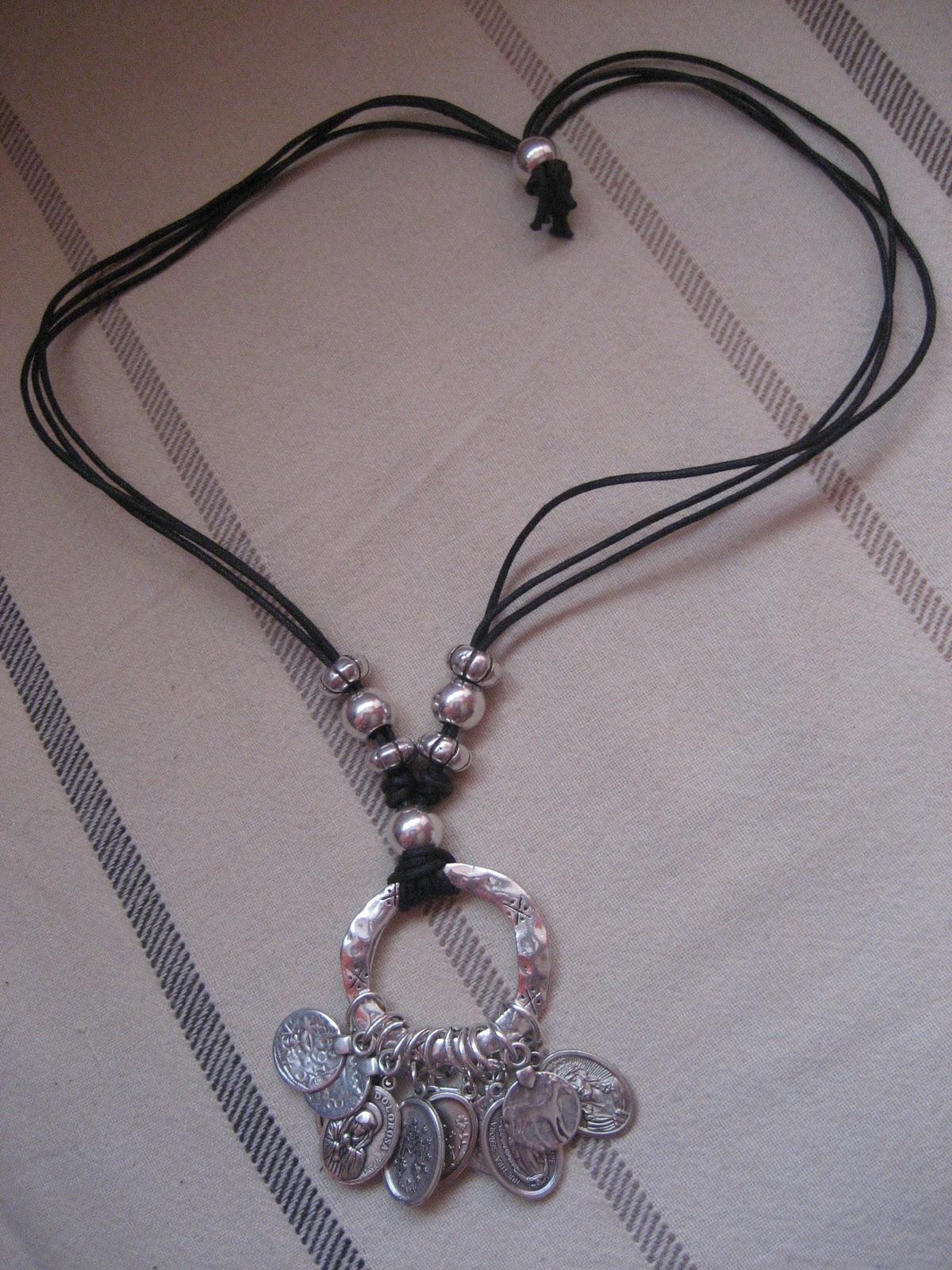 Creaciones de rosa barquin collares cuero y zamak - Collares de cuero ...