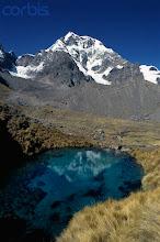 Laguna azul del nevado Ausangate