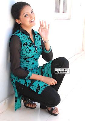 MALLU ACTRESS Beautifull Girl SARANYA MOHAN
