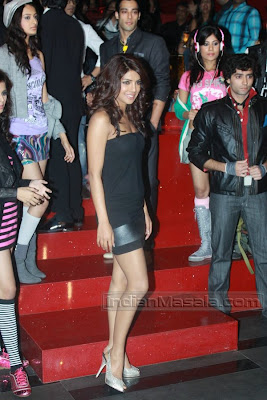 Actress Desi Hot PRIYANKA CHOPRA Masala Pictures in Black Short Dress