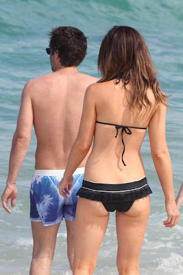CELEBRITY PICTURES of Kate Beckinsale in Bikini Beach In Mexico