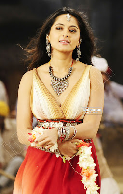 HOT ANUSHKA SHETTY Pics Cute and Lovely Actress Of South India