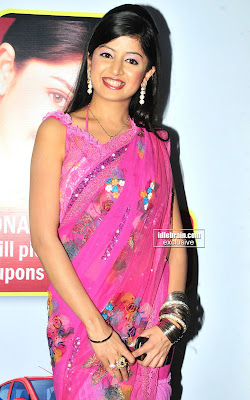 Hot South Actress POONAM KAUR Pictures In lovely Saree Looking Ver Beautiful