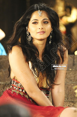 TELUGU HOT Actress ANUSHKA SHETTY Cute And Lovely Photos