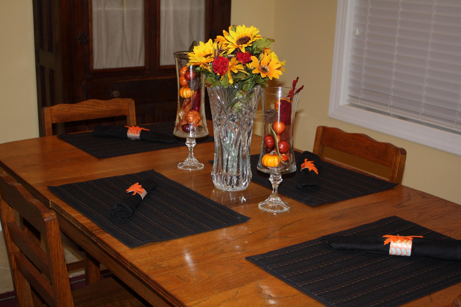 Southern scraps thanksgiving table decor and napkin rings for Table centerpiece decorations for home