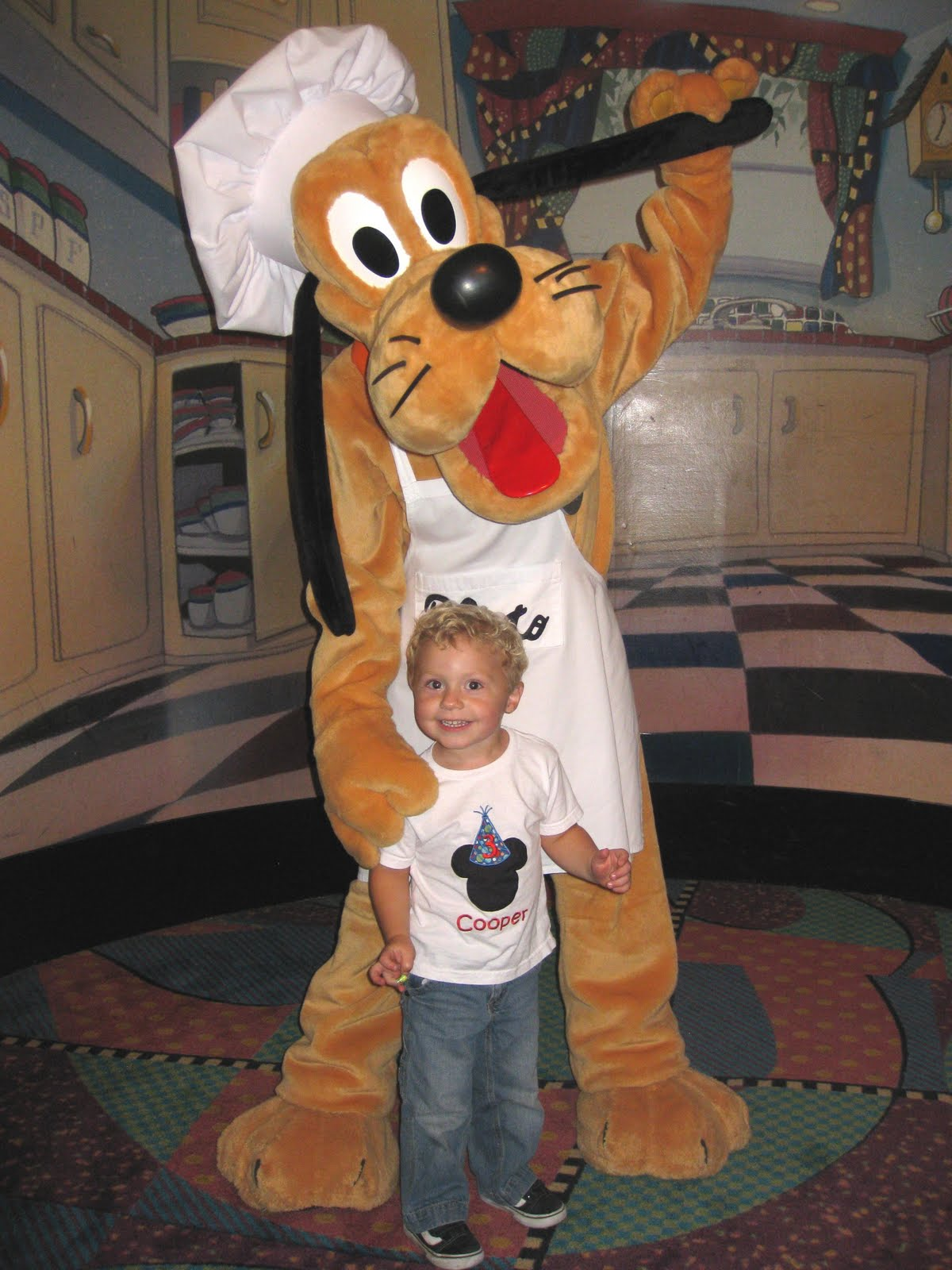 Birthday Parties at Goofy\'s Kitchen - Yellow Bliss Road