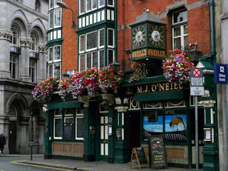 Exterior of O'Neill's Pub in Dublin
