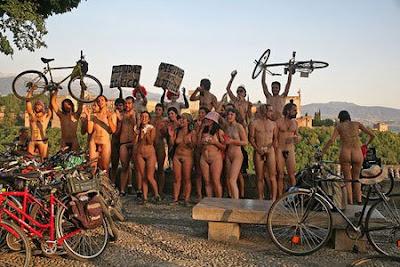 http://2.bp.blogspot.com/_aNh74wVsobM/ScSyI_U4dwI/AAAAAAAACEs/a9sQ9Dx7fHY/s400/ciclonudistas.jpg