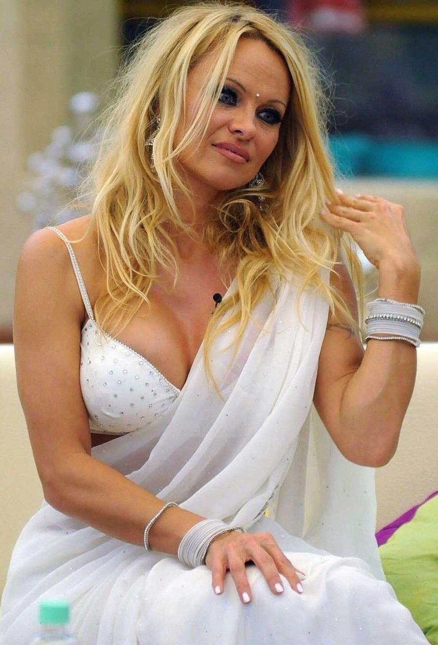 Pamela Anderson Saree 00 ancianos hombres gay foyando. Powered by splashr & joomlovers