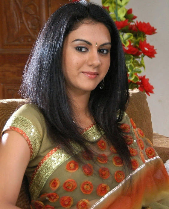 kamna in saree in movie kathi kantha rao