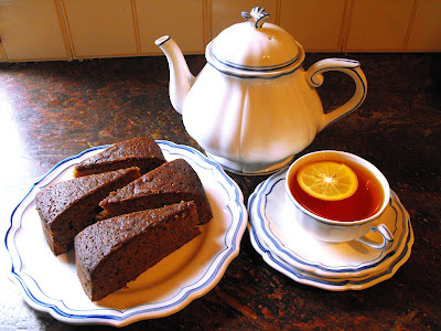 delicious treacle spice cake recipe in blog