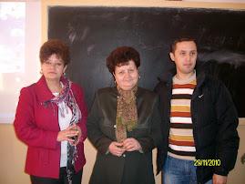 de la stânga la dreapta: Prof. Liliana Hudea, director Prof. Elena Socol, Prof. Daniel Nedeloiu