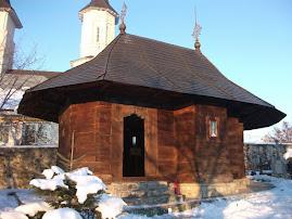 Biserica veche a Mănăstirii Ciolpani, restaurată în anul 2002