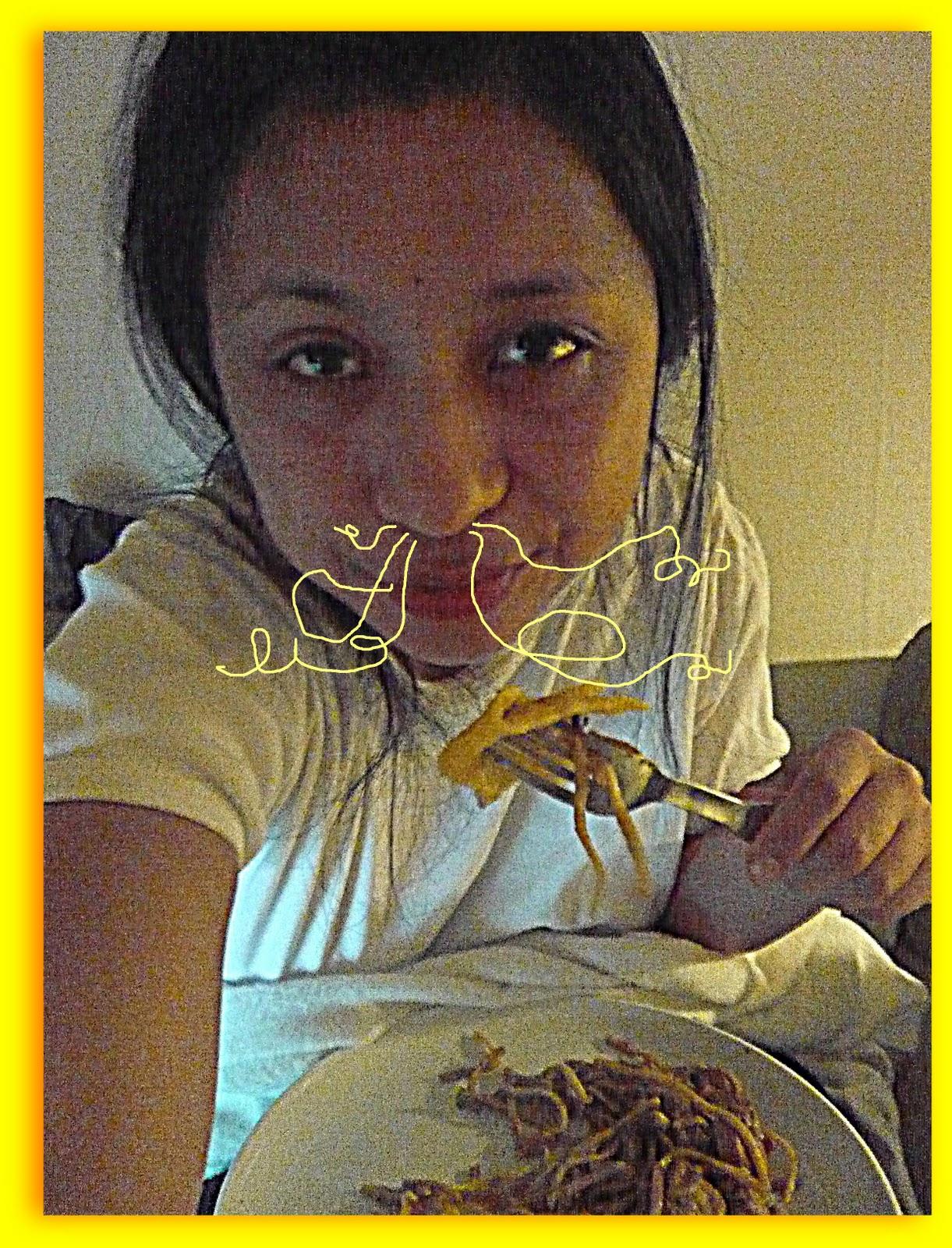 http://2.bp.blogspot.com/_aRt2IfGv49Y/TUngH63EcfI/AAAAAAAAANI/qFCesqULH8A/s1600/02.02.11+noodles+in+my+nostrils.JPG